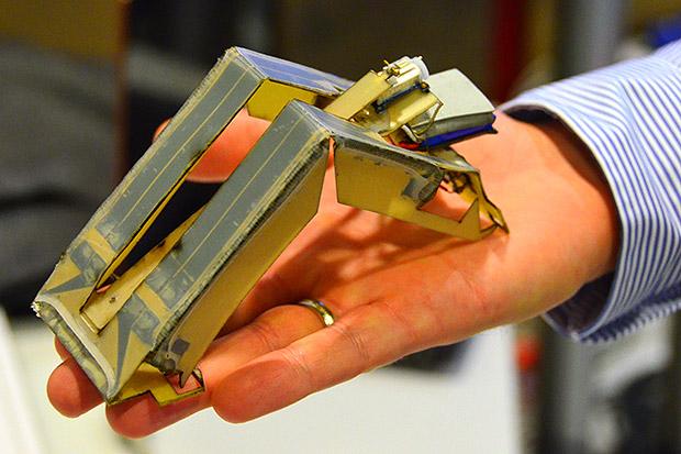 IEET Spectrum, robot, harvard, MIT, self-assembly, polymer, hinge, inchworm,