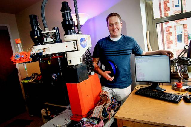 Mit Engineer Prints Houses And Nanoscale Medical Devices
